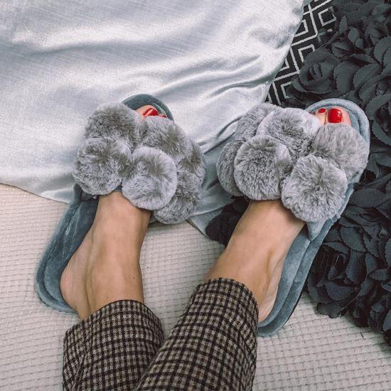 Immagine di FZ - Pantofole con ponpon in peluche aperte in punta