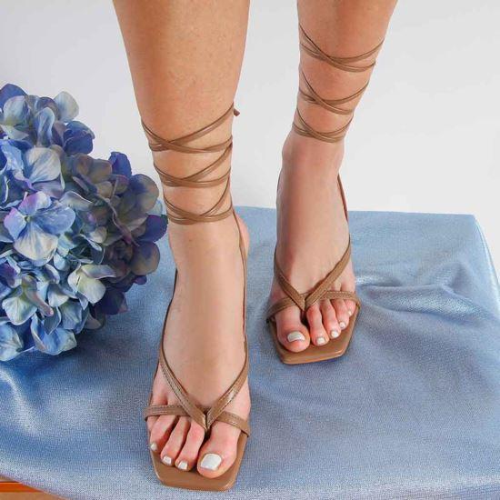 Immagine di MISS GLOBO - Sandalo infradito lace up con punta quadrata, tacco 7,5CM