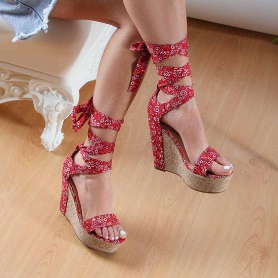 Immagine di MISS GLOBO - Sandalo con fasce floreali alla caviglia, zeppa 12CM