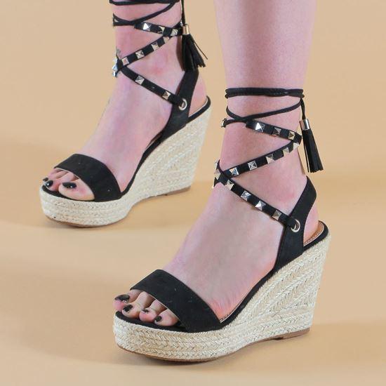 Immagine di VANILLA PUNK - Sandalo con zeppa 10,5CM e lacci alla caviglia con borchie e pennacchio a frange