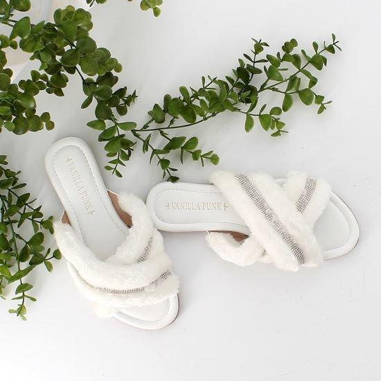 Immagine di VANILLA PUNK - Ciabatta con fasce incrociate con pelliccia e strass