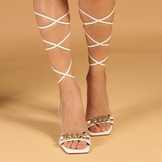 Immagine di MISS GLOBO - Sandalo bianco lace-up con sottopiede in VERA PELLE e catena oro sulla fascia, tacco 8,5CM