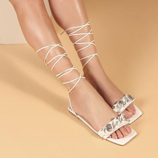 Immagine di MISS GLOBO - Sandalo bianco lace-up con sottopiede in VERA PELLE e catena con pietre sulla fascia